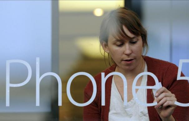 La manzana mordida conquista a los neoyorquinos con el nuevo iPhone 5