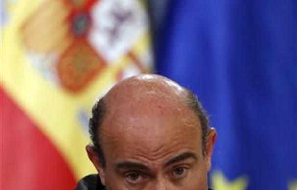 El ministro de Economía, Luis de Guindos, durante la rueda de prensa posterior al Consejo de Ministros.