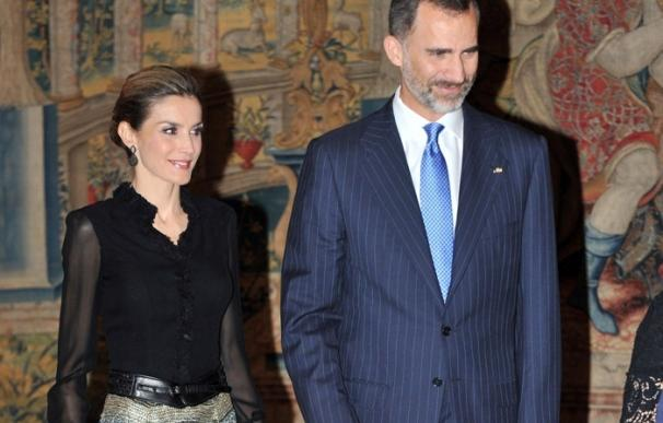 Los Reyes asisten a la cena ofrecida por Michelle Bachelet