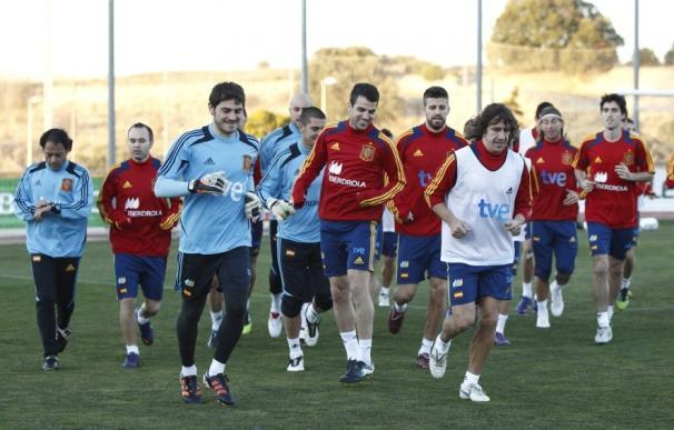 Del Bosque da descanso a Xavi en el entrenamiento de Las Rozas