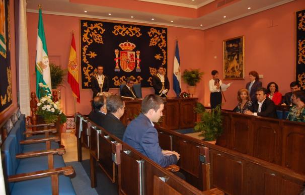 Ayuntamiento de Alcalá de Guadaíra critica la ausencia de ediles del PP a acto del 28F por acudir al de Arenas
