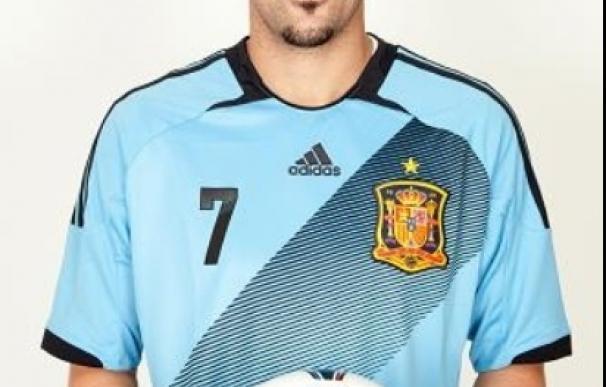 España estrenará la segunda equipación, azul claro, ante Venezuela
