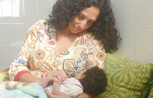 Yolanda Morales busca tratamiento para su hija Lucía, de 22 meses, que padece de un síndrome incurable.
