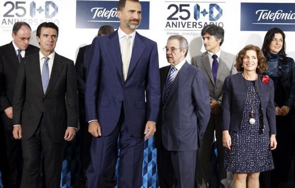 """Don Felipe insta en la sede de Telefónica a reducir más la """"brecha digital"""""""