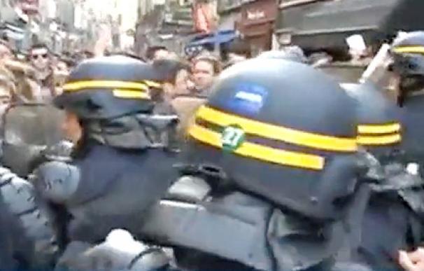 Sarkzoy obligado a atrincherarse en un bar durante su visita al País Vasco francés