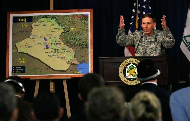 El nuevo directivo de la firma de inversión KKR, David Petraeus, en su etapa como militar en Irak.