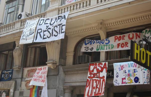 """Los 'okupas' del Hotel Madrid se plantean cerrar el edificio porque dicen que están siendo """"saqueados y desvalijados"""""""