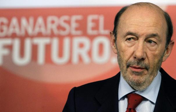 El secretario general del PSOE, Alfredo Pérez Rubalcaba, ha elaborado con su equipo económico el Plan de Reactivación Económica