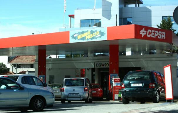 La CNE sospecha que las petroleras pactaron subir los precios en los días de mayor tráfico de Semana Santa.