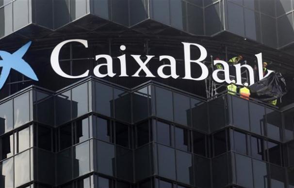 La CNMV suspende la cotización de CaixaBank y Banca Cívica
