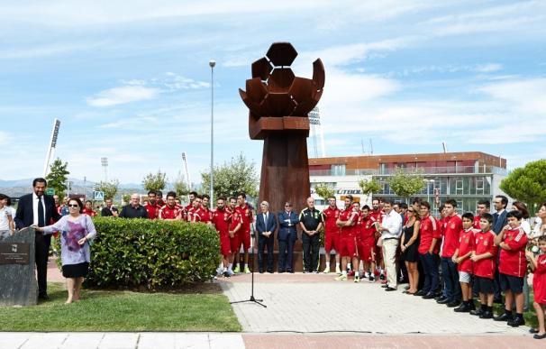 El municipio homenajea a Luis Aragonés poniendo su nombre a una plaza