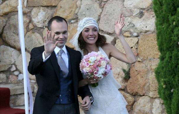 Iniesta desmiente en twitter su supuesta boda maya con Anna Ortíz