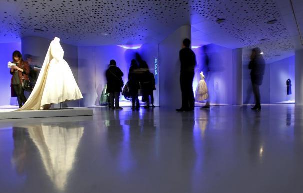 El Museo Balenciaga rastrea la huella del modisto en la alta costura catalana
