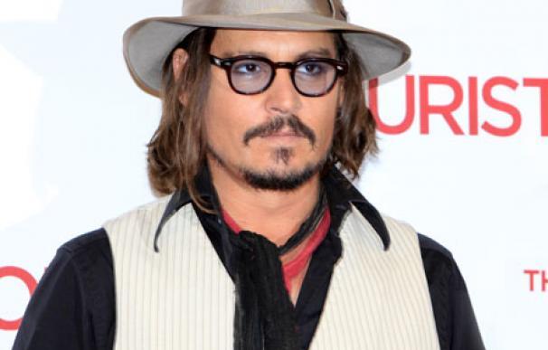 Johnny Depp se dio a la bebida porque odiaba ser un ídolo adolescente