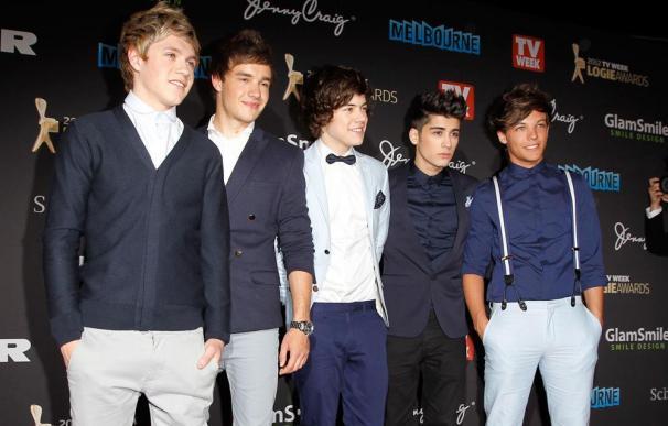 One Direction, acosados por un grupo de fans en topless
