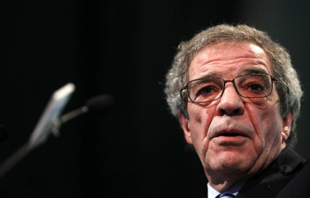 (Ampliación) César Alierta congeló su sueldo en 8,6 millones en 2011