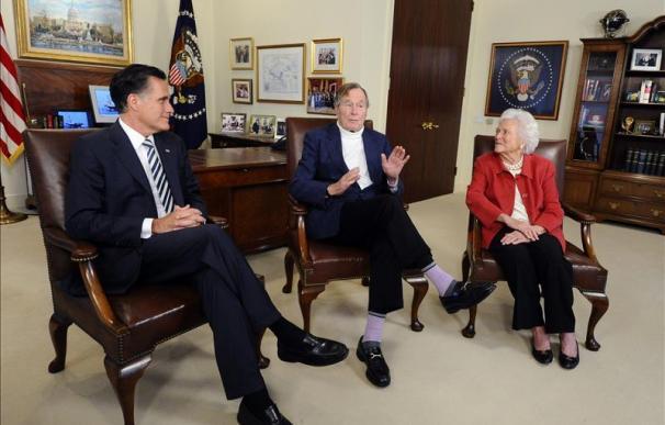 El expresidente George H.W. Bush hace oficial su apoyo a Romney