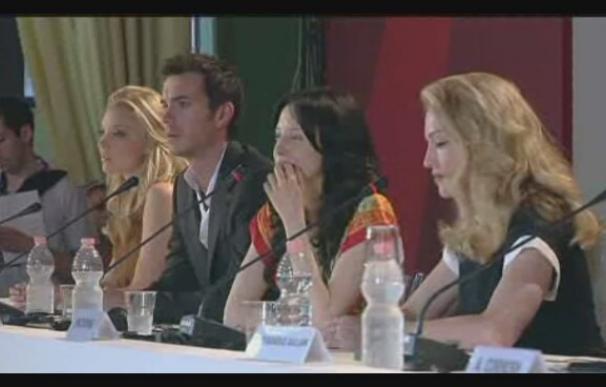 Madonna tampoco pasa desapercibida en la alfombra roja de Venecia