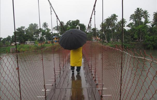 """""""Nate"""" deviene en depresión pero parte de México enfrenta riesgos por lluvias"""