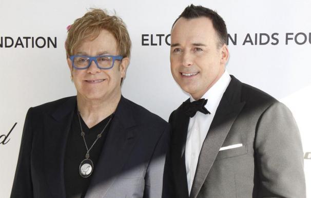 Elton John quiere tener otro hijo