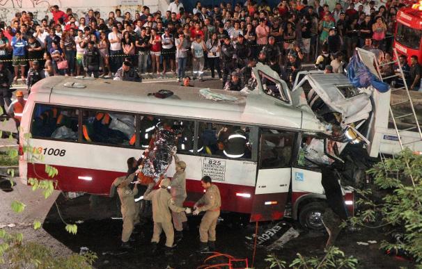 Choque entre un microbús y un camión en Brasil causa 15 muertos y 18 heridos