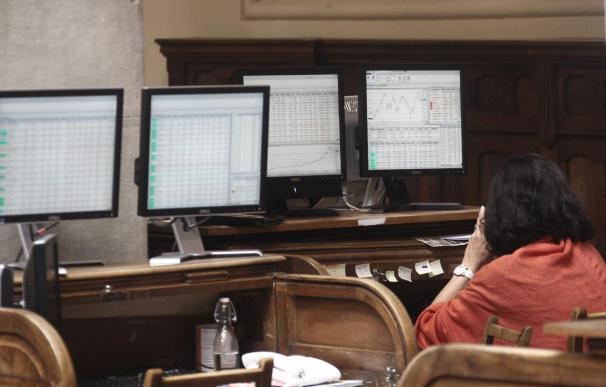 El Ibex cae un 0,3% en la apertura y pierde los 8.800 enteros con la prima estable en los 247 puntos