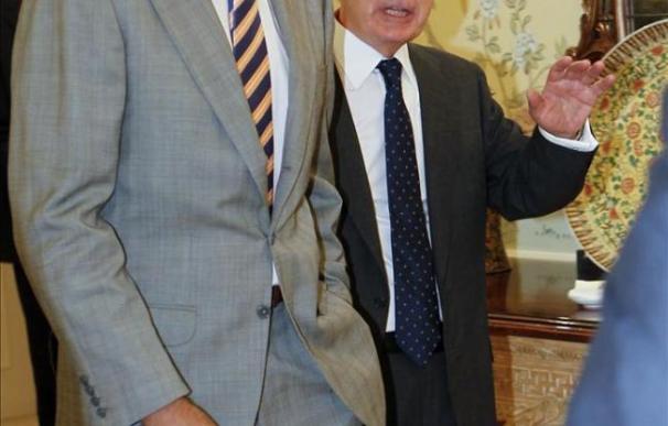 """El príncipe analiza la """"primavera árabe"""" con expertos en política exterior"""