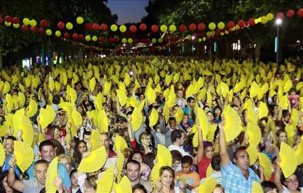 Valladolid de nuevo en el libro Guinness con 15.000 personas abanicándose