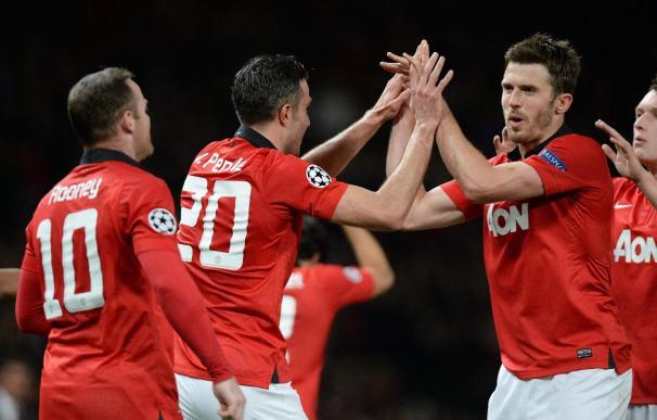 Van Persie logra un triplete que clasifica al United para cuartos