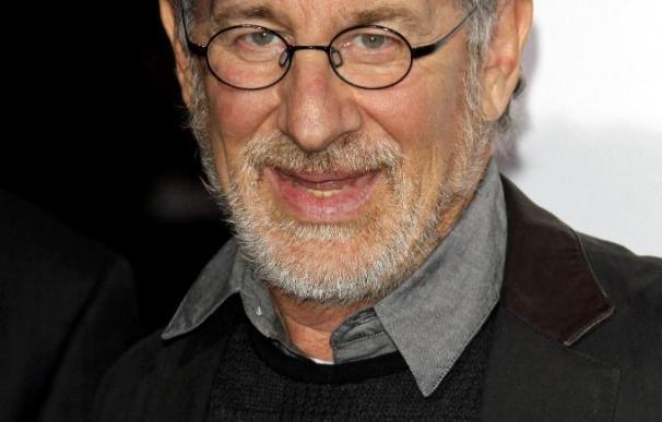Steven Spielberg dice que Harrison Ford puede encarnar a Indiana Jones hasta los 90