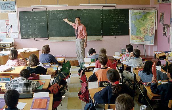 Varios alumnos en una clase