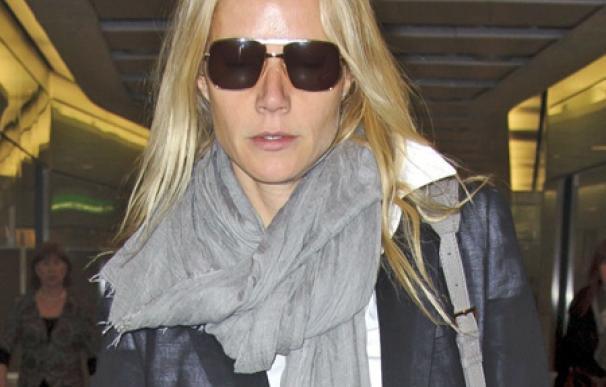 Gwyneth Paltrow, de resaca en el aeropuerto