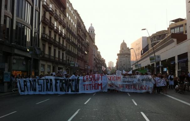 Medio millar de médicos residentes inician una manifestación espontánea en Barcelona contra los recortes
