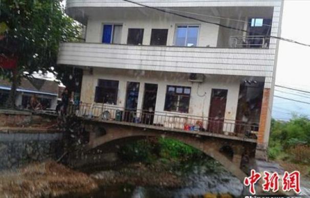 La casa sobre el río en la localidad de Xuzhai, provincia de Zhejiang, China.
