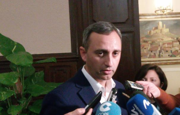César Sánchez acusa al Consell de aprobar el plurilingüismo de forma unilateral y advierte de que velará por los padres