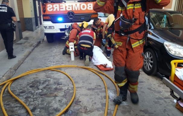 Rescatadas dos personas en el incendio de una vivienda en Algemesí
