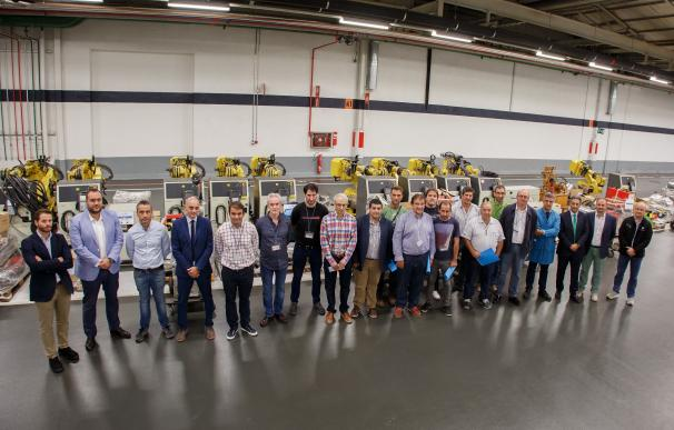 Volkswagen Navarra dona 12 robots y componentes de instalaciones de Chapistería a 14 centros de formación