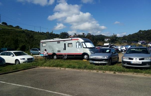 El Ayuntamiento no tiene suficientes policías para regular el aparcamiento de autocaravanas en Rodiles