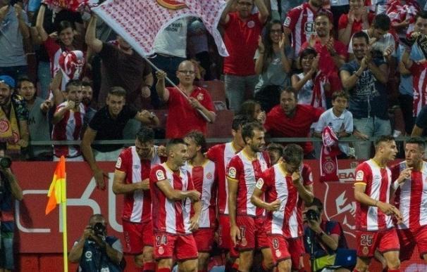 (Crónica) El Girona vence por primera vez en Primera y el Levante resiste al Deportivo