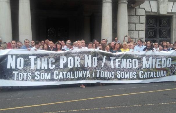 """Los valencianos salen a la calle para solidarizarse con Barcelona y reivindicar """"unidad contra el terrorismo"""""""
