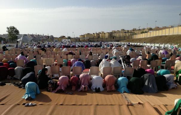 Ceuta celebra la mayor fiesta musulmana del año con rezos multitudinarios y el sacrificio de más de 5.000 corderos
