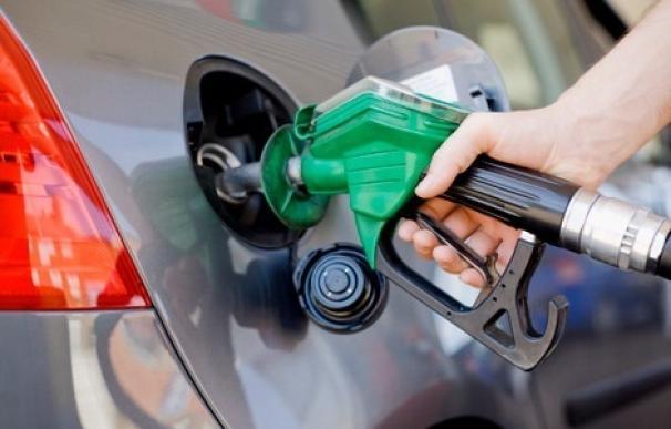 Llenar el depósito será más caro: 59 euros si el coche es diésel, 67 si es de gasolina