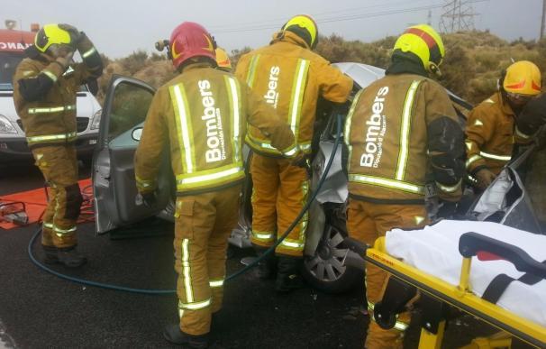 Dos heridos en un accidente frontal entre dos coches en la CV-800 en Xixona