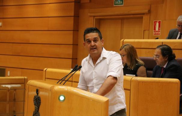 Un alcalde al que Mulet exige quitar la Plaza de José Antonio bromea con poner a cambio el nombre del senador
