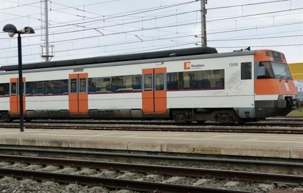 Los Mossos paran un tren en la estación de Garraf (Barcelona)