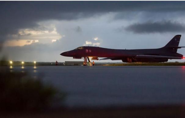 Un bombardero camino de Corea del Norte