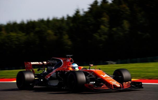 Raikkonen empieza mandando y Alonso supera sus primeros problemas