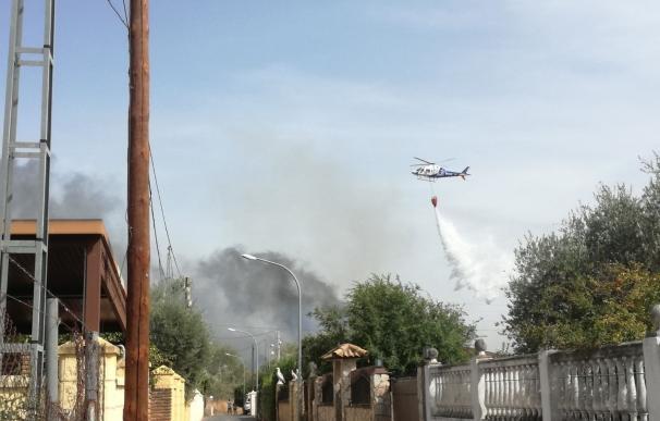 """Vecinos de las parcelaciones advierten del """"abandono total"""" de zonas de ribera del Guadalquivir ante incendios"""