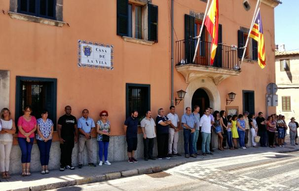 Ayuntamientos de Baleares rinden homenaje a las víctimas del terrorismo en Barcelona