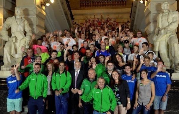 El diputado general de Bizkaia recibe a los participantes del Mentatlón 2017